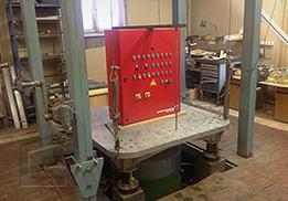 Испытания сейсмоустойкости шкаф управления насосами Grundfos