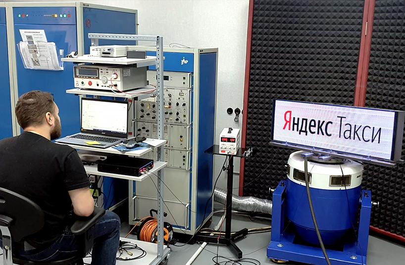 Испытания табло Яндекс Такси на вибропрочность